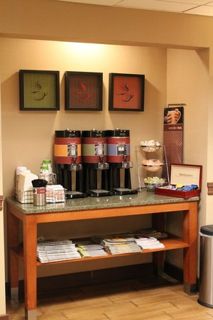 Hampton Inn Long Island - Brookhaven: Complimentary 24 Hour Coffee