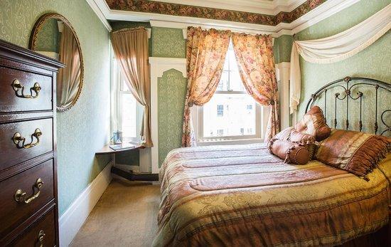 Nob Hill Hotel : Double Standard