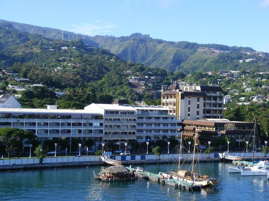 Tiare Tahiti Hotel: view from ship to hotel