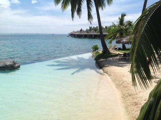 InterContinental Tahiti Resort & Spa: sand beach pool