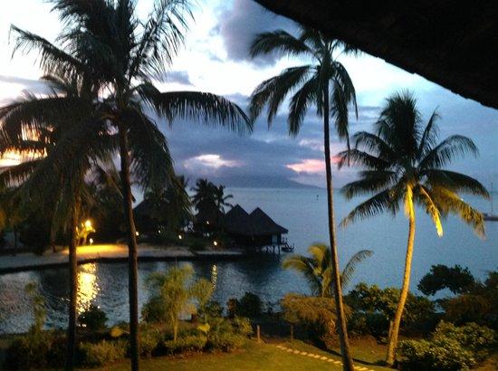 InterContinental Tahiti Resort & Spa: Sunset view from room