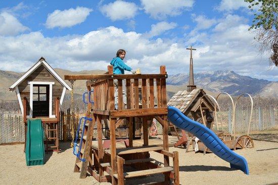 Lake Isabella / Kern River KOA : Playground