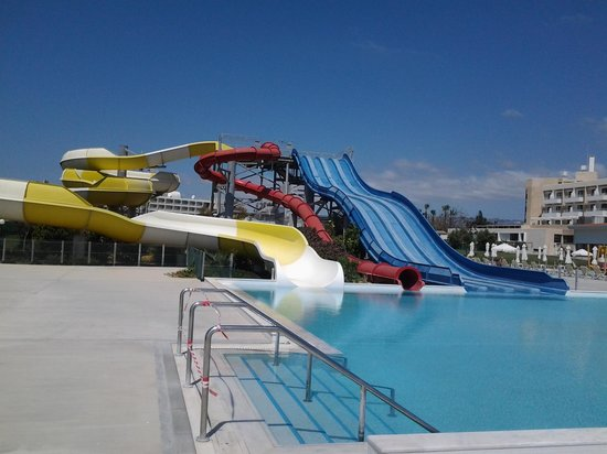Louis Phaethon Beach : the water slides in the hotel