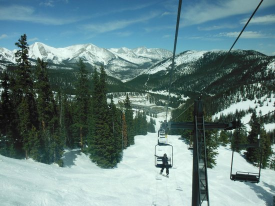 Monarch Mountain: Lodge down below