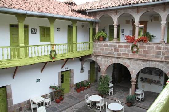 Niños Hotel: Courtyard