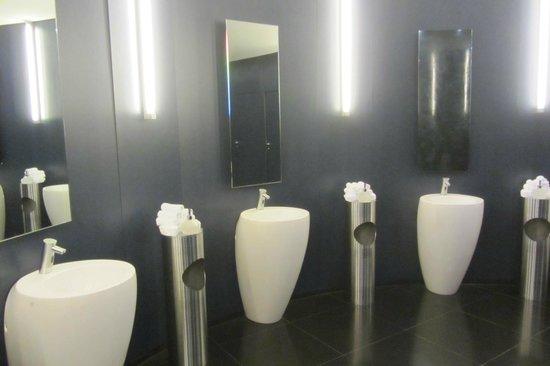 Red Bull Hangar-7: Toiletten, zeer luxe