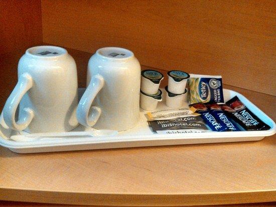 Ibis Reading Centre: Café/chá/leite