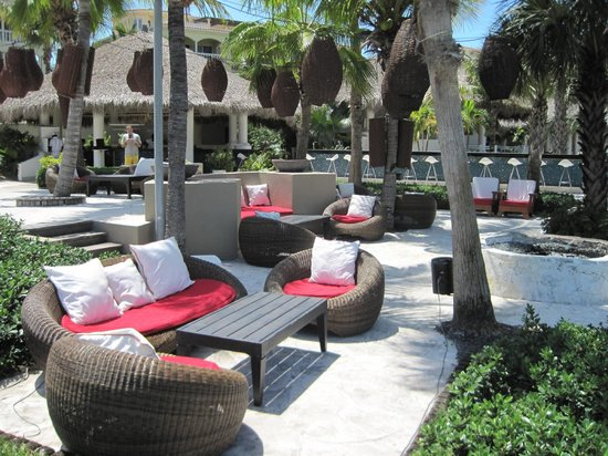 Grace Bay Club: Outdoor Lounge