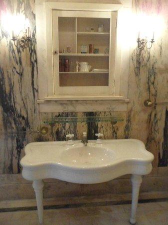 Casa Loma : Banheiro