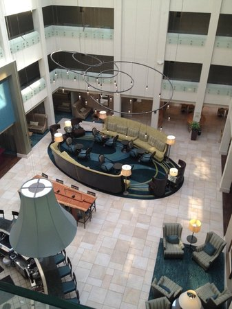Crowne Plaza Charleston Airport Convention Center: View of the lobby from the 4th floor