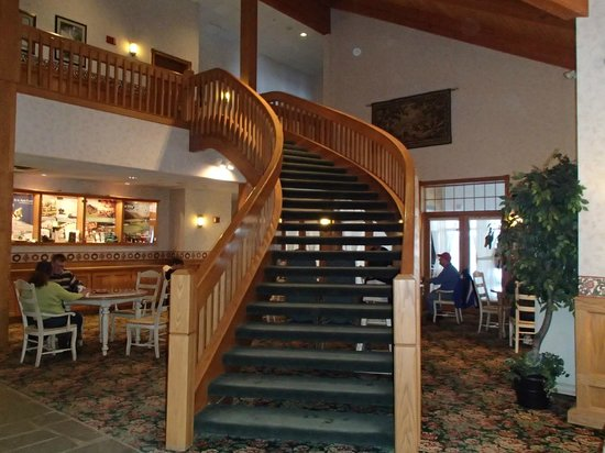 Inn at Holiday Valley : Behind the stairs is the breakfast area.