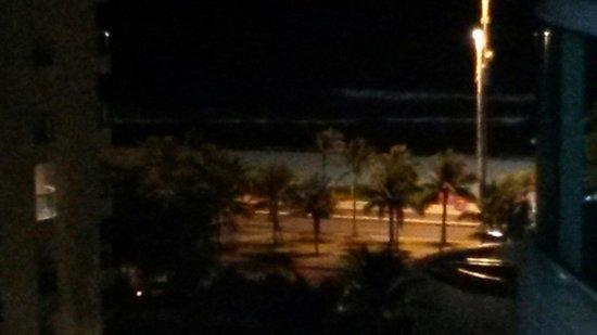 Gran Nobile Rio de Janeiro Barra: Praia a noite, vista da sacada oitavo andar.