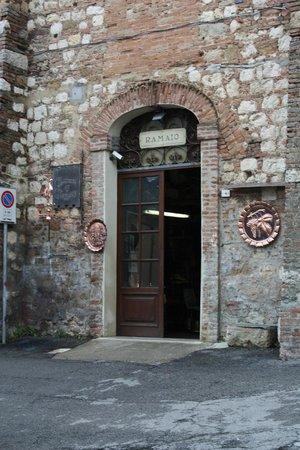 Bottega del Rame: The workshop entrance