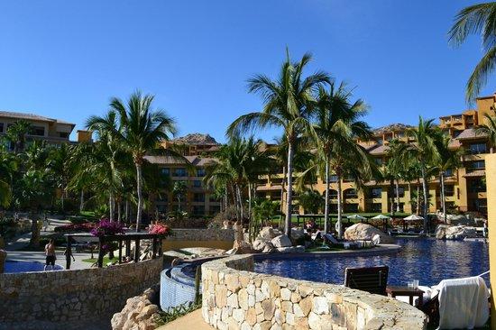 Grand Fiesta Americana Los Cabos All Inclusive Golf & Spa : Vista del hotel desde la piscina