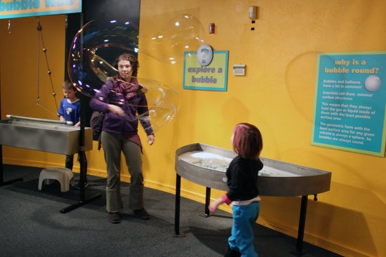 ScienceWorks Hands-on Museum: Fun with bubbles in the Bubble-ology room