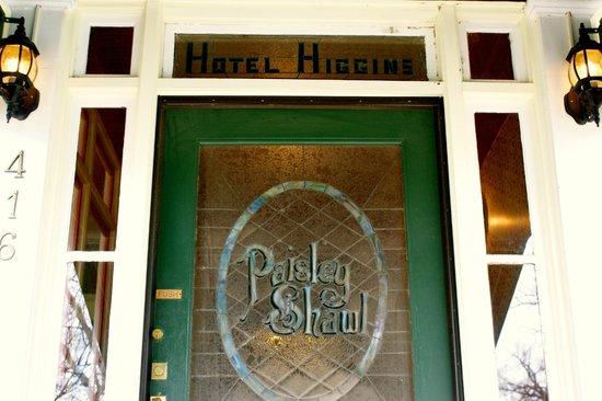 The Higgins Hotel: Entrance