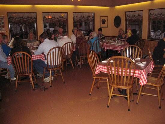 Caruso's Restaurant: Indoor seating