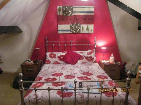 Launceston Villa Bed & Breakfast: Beautiful attic room with en suite