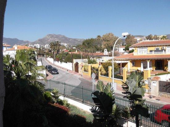 Hotel Mac Puerto Marina Benalmadena : Mountain view from balcony