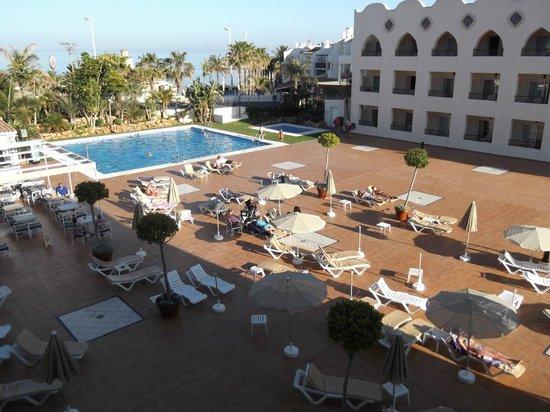 Hotel Mac Puerto Marina Benalmadena : Pool from 3rd floor landing