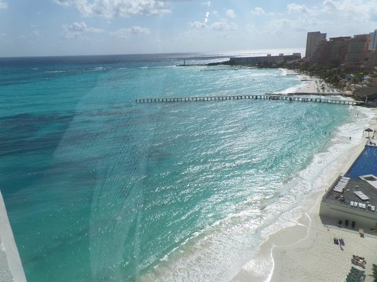 Hotel Riu Cancun: View from 9th floor looking south