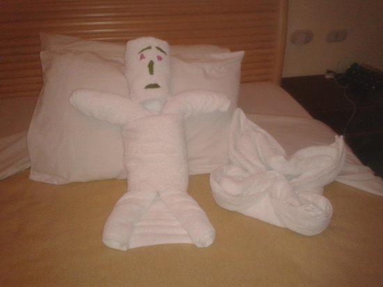 Delta Sharm Resort: CLEANERS LEFT IN THE BEDROOM