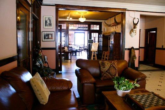 Antelope Bar and Paisley Shawl Restaurant: Lobby