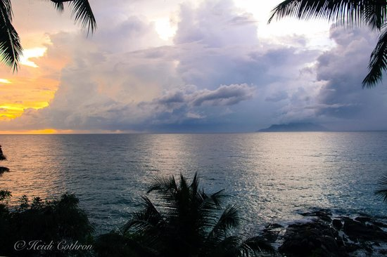 Hilton Seychelles Northolme Resort & Spa: sunset and monsoon rain