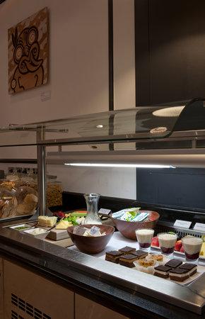 Emperor Lounge: Food offering