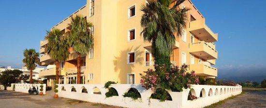 Estia Beach Hotel: Entrance