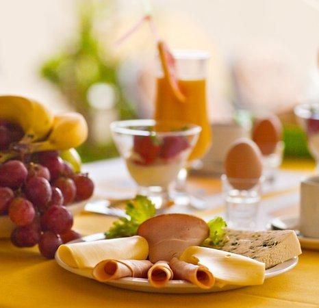 Estia Beach Hotel: breakfast