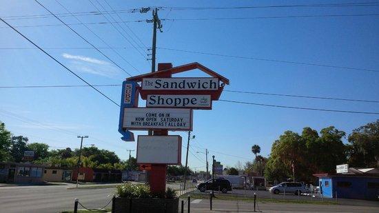 The Sandwich Shoppe: Cool retro sign