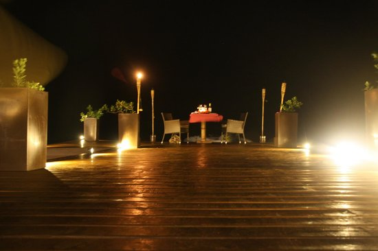 Deep Blue: Romantic dinner at the end of the pier