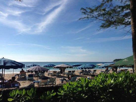 Katathani Phuket Beach Resort : beach front area