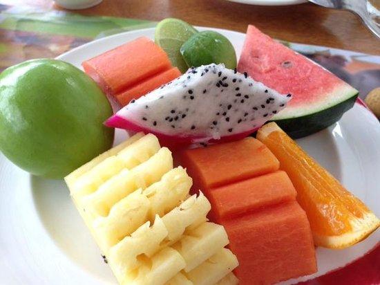Katathani Phuket Beach Resort: breakfast fruits