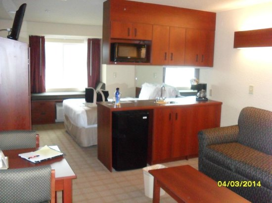 Microtel Inn & Suites by Wyndham Jasper : Kitchenette area