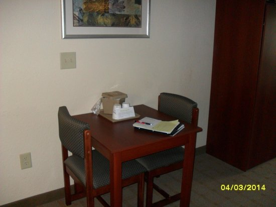 Microtel Inn & Suites by Wyndham Jasper: Cute eating area.