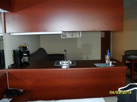 Microtel Inn & Suites by Wyndham Jasper: Kitchenette counter
