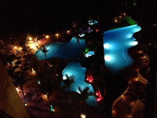 Hilton Barbados Resort: Looking down onto the pools