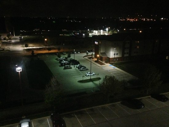 DFW Airport Marriott South : Night view from room