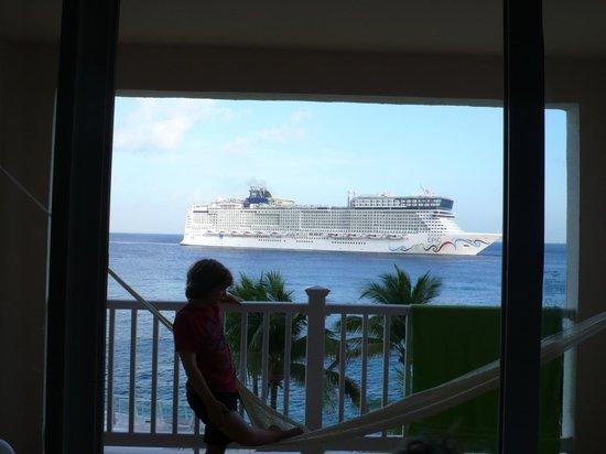 Cozumel Palace: Lots of cruise ships