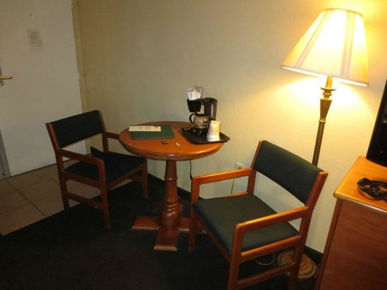 Quality Inn Kennedy Space Center: Small table & chairs