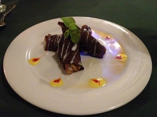 Brown Sugar Restaurant: Flaming chocolate bannana dessert.yum, yum.