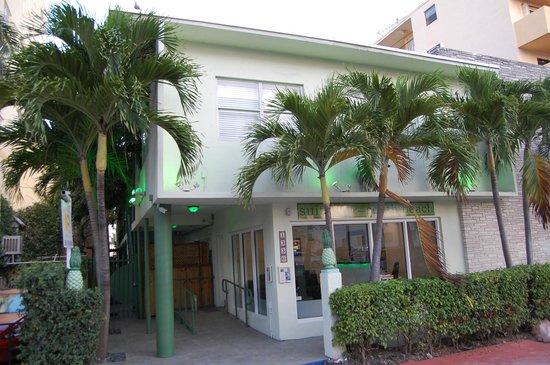Suites on South Beach Miami: Hotelfront von der Collins Avenue