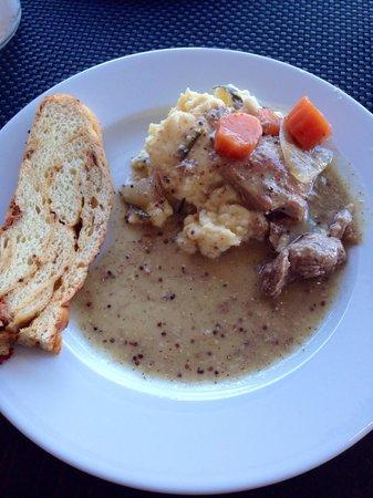 Victor Cafe: Le plat du brunch: Blanquette de veau et polenta au romarin