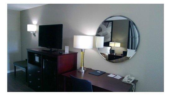 Super 8 Ellenton Bradenton Area: Queen Room Desk