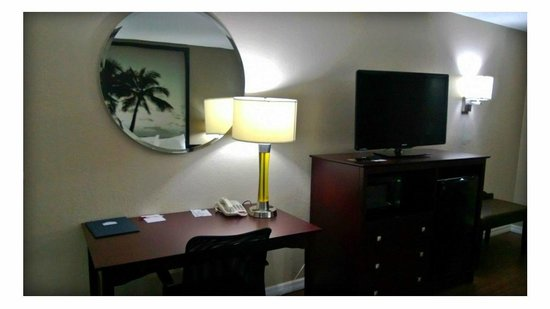 Super 8 Ellenton Bradenton Area: Queen Room Desk
