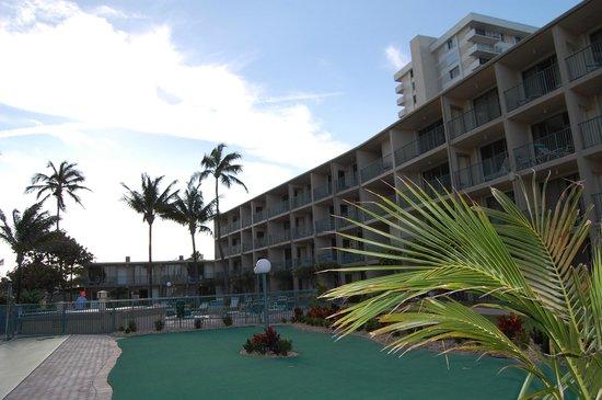 Native Sun Resort: Hotel von der Seeseite
