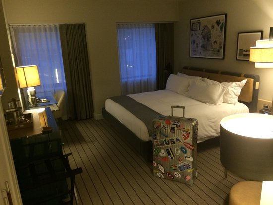 Thompson Chicago, a Thompson Hotel: Standard room, all what it takes