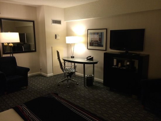 Hotel Deca, A Noble House Hotel: TV Area